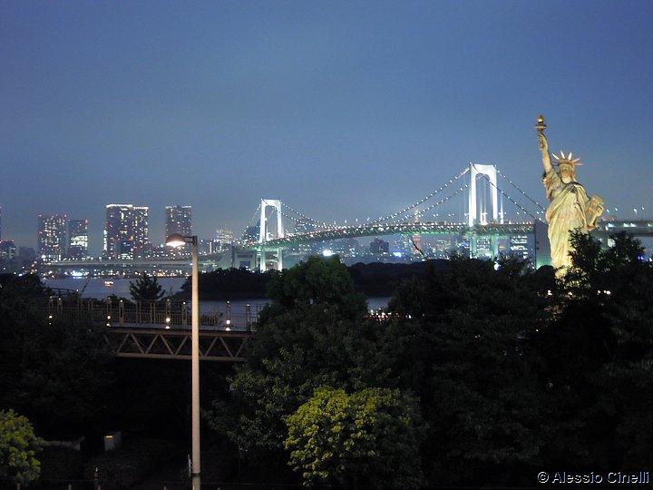 Il Rainbow Bridge e la statua della libertà